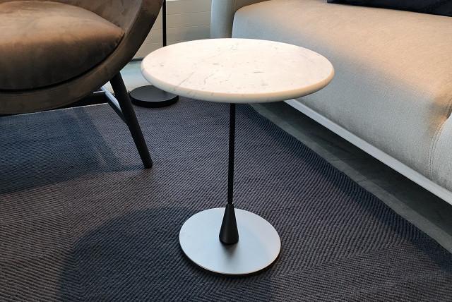 Blakus galdiņš BAIO